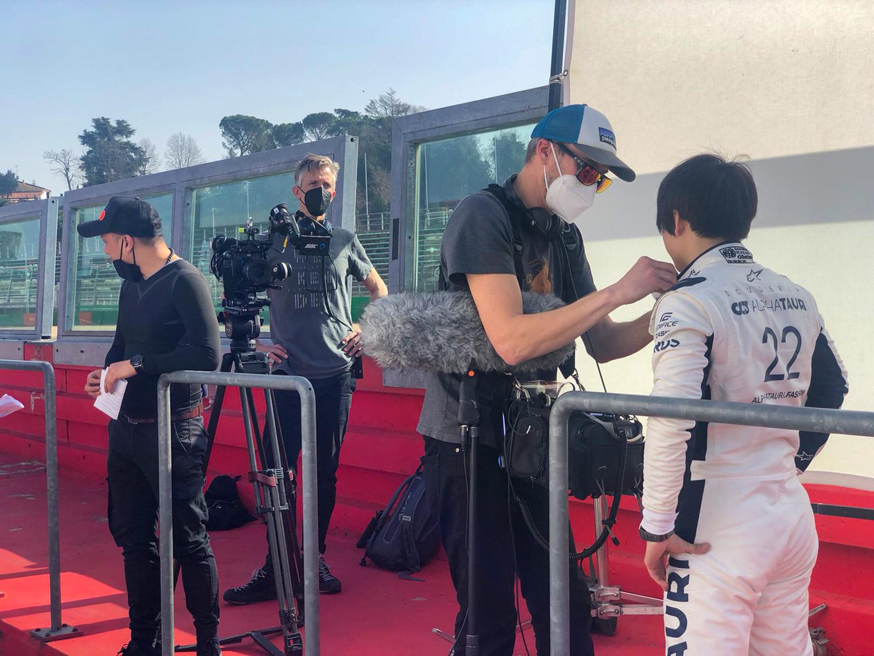 Dave mounting the mic on Yuki - Alpha Tauri F1 Shakedown 2021