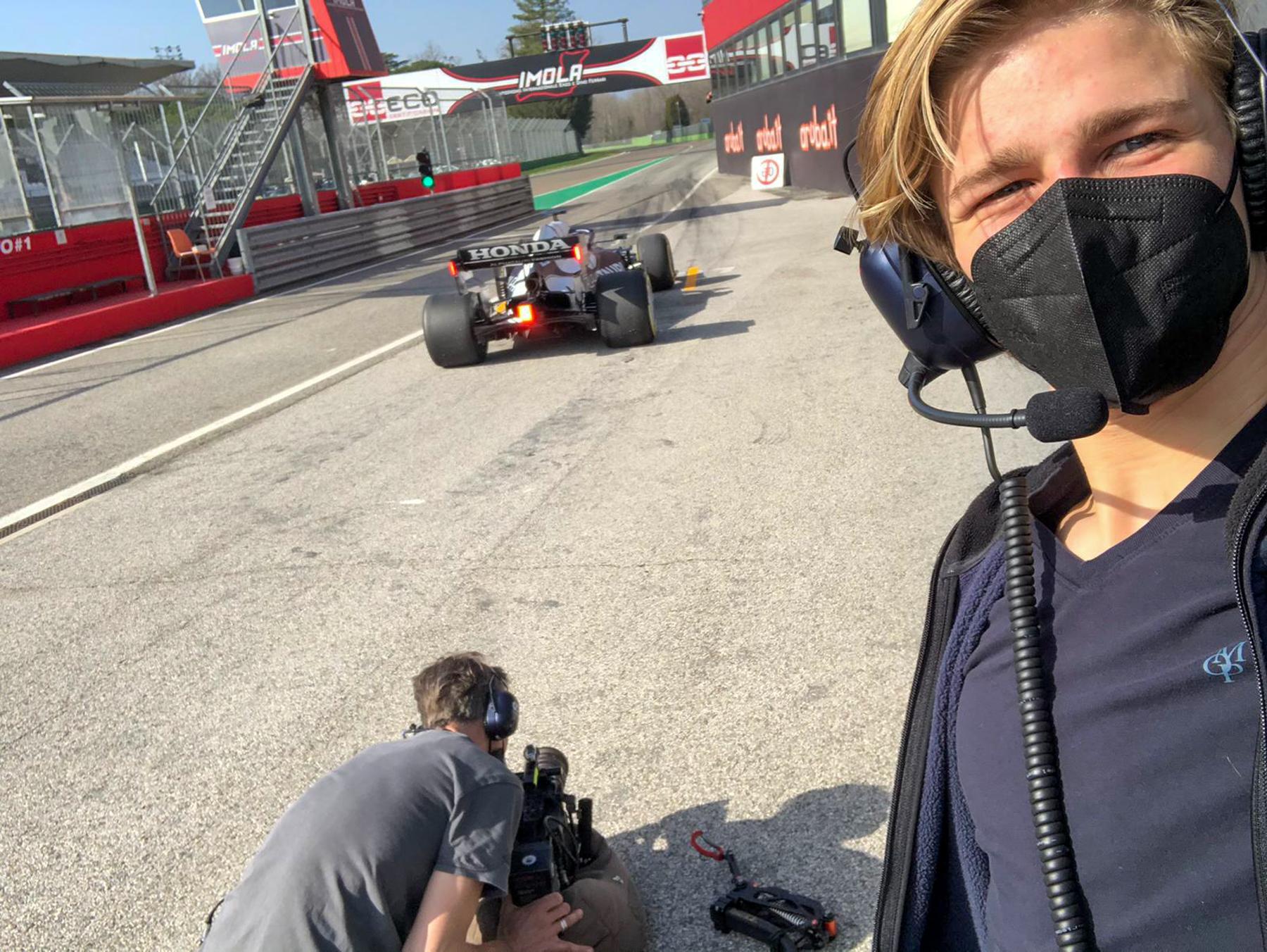 Best Boy Moritz loves Selfies - Alpha Tauri F1 Shakedown 2021