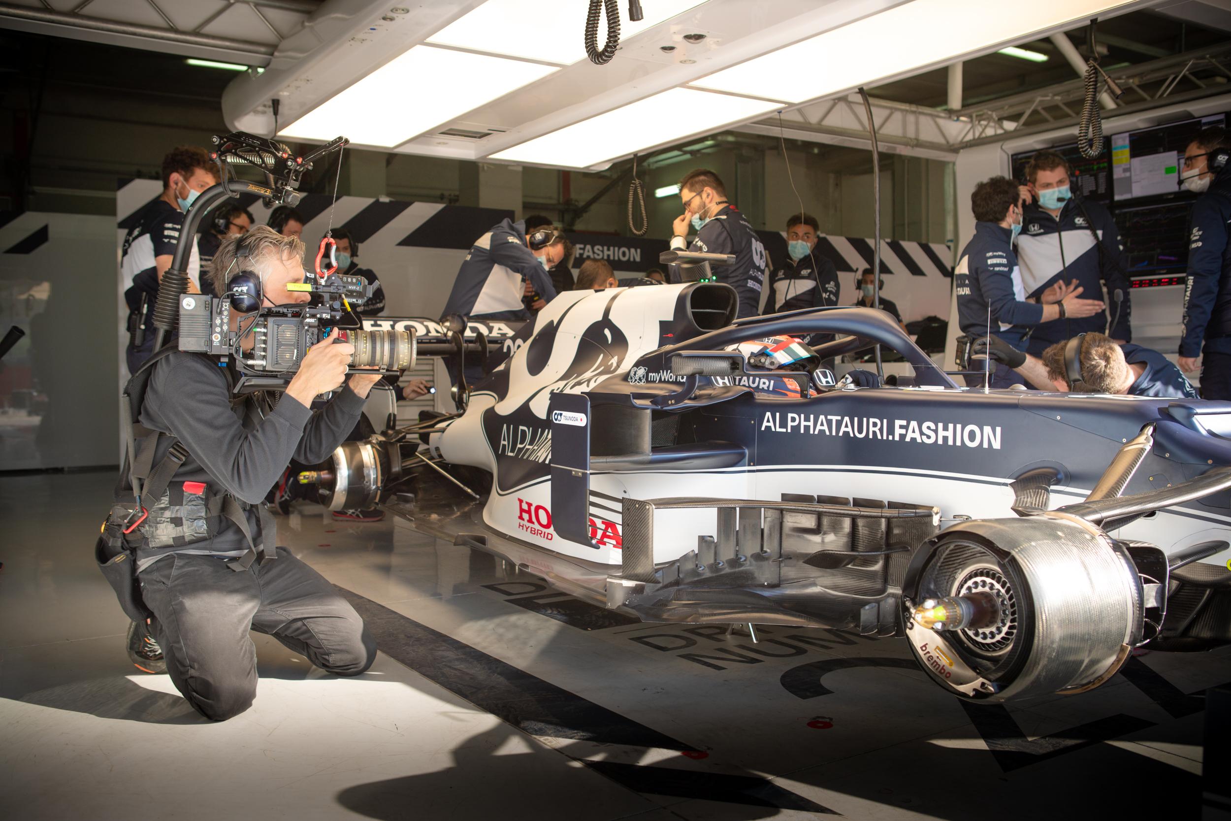 Tobi is focused on Yuki Tsunoda - Alpha Tauri F1 Shakedown 2021